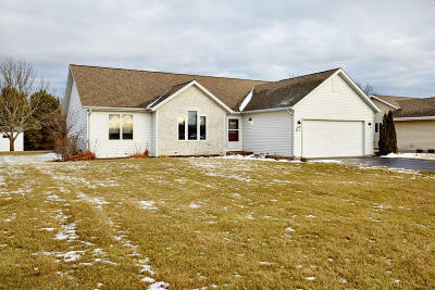 Hartland Single Family Home Active Contingent With Offer: 214 Granary Cir