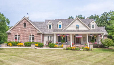 Nashotah Single Family Home For Sale: W326n4714 Buckhorn Dr