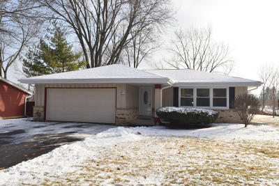 Ozaukee County Single Family Home Active Contingent With Offer: N93w5103 Thornapple Ln