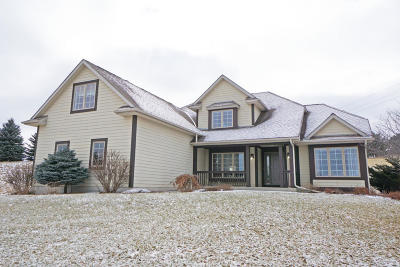 Pewaukee Single Family Home Active Contingent With Offer: N15w29972 Brookstone Cir