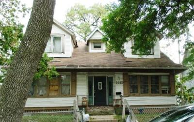 Milwaukee Single Family Home Active Contingent With Offer: 2212 N 39th St