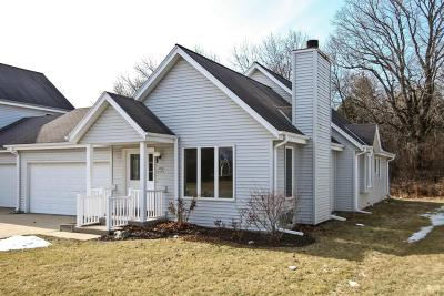 Cedarburg Condo/Townhouse Active Contingent With Offer: W68n167 Evergreen Blvd