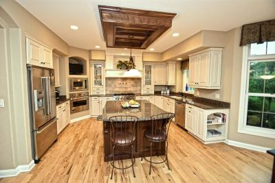 Hartland Single Family Home Active Contingent With Offer: 1278 Mary Hill Cir