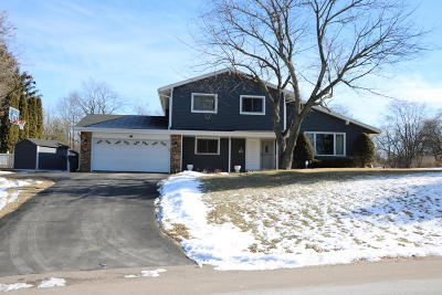 Mukwonago Single Family Home Active Contingent With Offer: W315s7486 Lakecrest Ct
