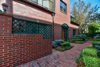 Milwaukee Condo/Townhouse Active Contingent With Offer: 2010 E Windsor Pl #E