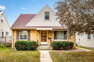 Milwaukee WI Single Family Home Active Contingent With Offer: $139,900