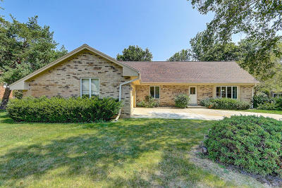 Ozaukee County Single Family Home For Sale: 9814 N Melrose Ct
