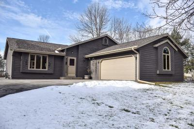 Ozaukee County Single Family Home Active Contingent With Offer: 539 Beechwood Dr