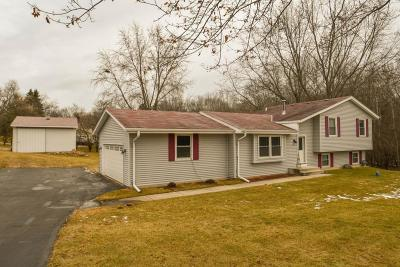 Waukesha Single Family Home For Sale: W276s4250 Green Country Rd