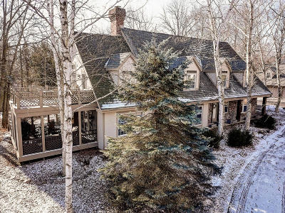 Ozaukee County Single Family Home Active Contingent With Offer: 1279 Towhee Trl