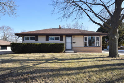 Menomonee Falls Single Family Home Active Contingent With Offer: W150n8356 Saxony Dr