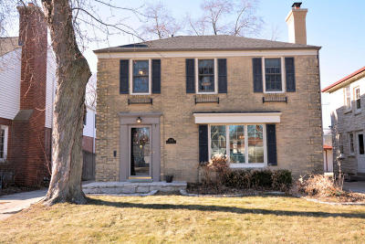 Whitefish Bay Single Family Home For Sale: 5849 N Bay Ridge Ave