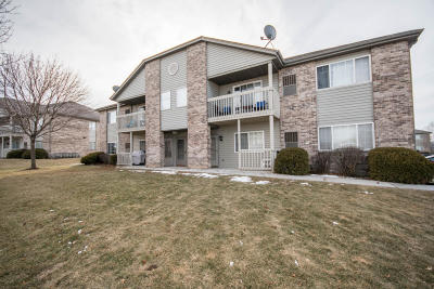 Muskego Condo/Townhouse Active Contingent With Offer: W169s7586 Gregory Ct #1