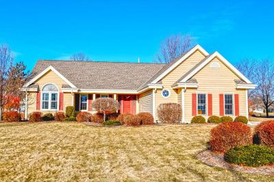 Pewaukee Single Family Home Active Contingent With Offer: W263n2345 Deer Haven Dr