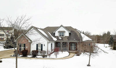 Waukesha Single Family Home For Sale: 2922 River Valley Rd