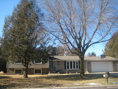 Ozaukee County Single Family Home Active Contingent With Offer: 215 Lilac Ln