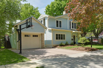 Oconomowoc Single Family Home Active Contingent With Offer: 621 La Belle Ave