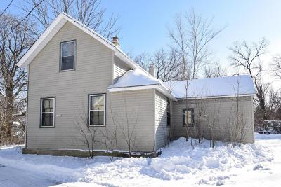 Ozaukee County Single Family Home Active Contingent With Offer: 11045 N Cedarburg Rd