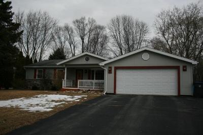 Ozaukee County Single Family Home For Sale: 240 Meadowbrook Dr