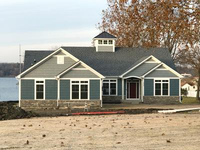 Delavan Single Family Home Active Contingent With Offer: 4425 South Shore Dr