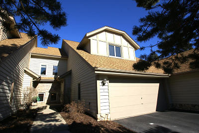 Pewaukee Condo/Townhouse For Sale: N34w23806 Grace Ave #C