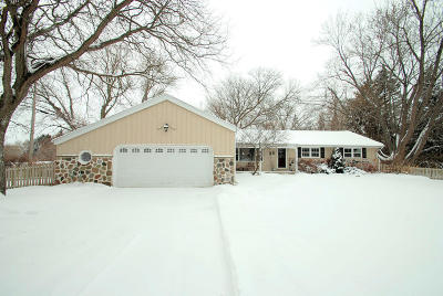 Ozaukee County Single Family Home For Sale: 11211 N Meadowbrook Dr