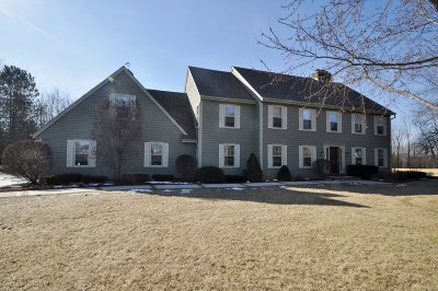 Ozaukee County Single Family Home Active Contingent With Offer: 4521 W Marseilles Ct