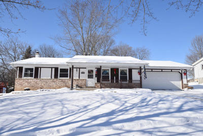 Washington County Single Family Home Active Contingent With Offer: 2220 Parkfield Dr