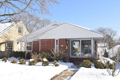 Milwaukee County Single Family Home For Sale: 5804 N Bel Aire Dr