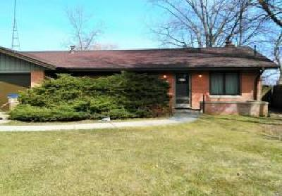 Kenosha Single Family Home For Sale: 11441 Lakeshore Drive