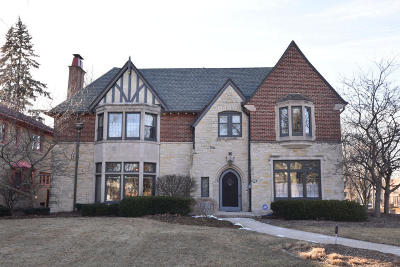 Milwaukee County Single Family Home For Sale: 3725 N Lake Dr