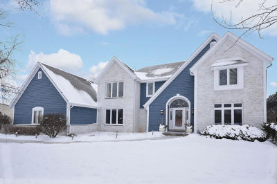 Ozaukee County Single Family Home Active Contingent With Offer: 8715 W Daventry Rd