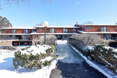 Greenfield Condo/Townhouse For Sale: 8515 W Waterford Ave #7