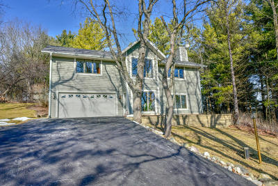 Waukesha Single Family Home Active Contingent With Offer: S20w27784 Kame Ter