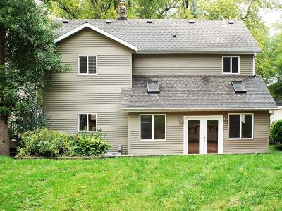 Pewaukee Single Family Home For Sale: 468 Spring St