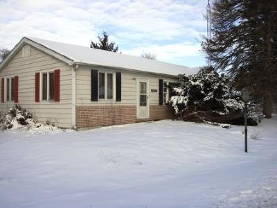 Pell Lake Single Family Home Active Contingent With Offer: 1329 N Hillside Blvd