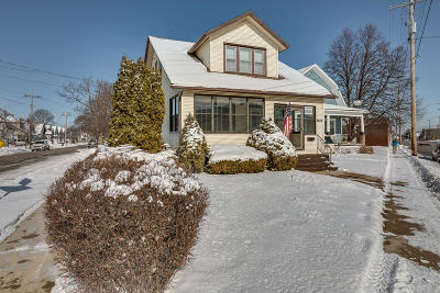Kenosha Single Family Home Active Contingent With Offer: 2832 Roosevelt Rd