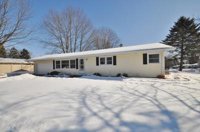 Ozaukee County Single Family Home Active Contingent With Offer: 1302 N Theis Ln