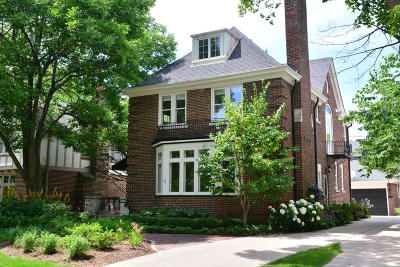 Milwaukee County Single Family Home For Sale: 4427 N Stowell Ave