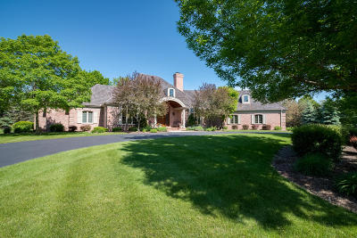 Mequon Single Family Home For Sale: 11417 N Canterbury Dr
