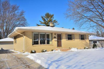 Menomonee Falls Single Family Home Active Contingent With Offer: W148n8461 Albert Pl