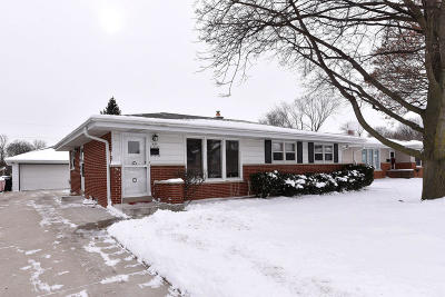 Waukesha County Single Family Home Active Contingent With Offer: N89w15847 Cleveland Ave