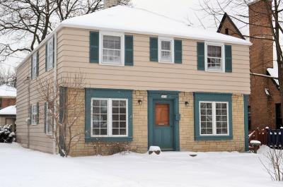 Milwaukee County Single Family Home For Sale: 2814 N Hartung Ave