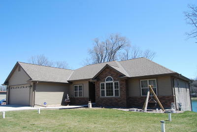 Slinger Single Family Home Active Contingent With Offer: 4736 Keeley Dr