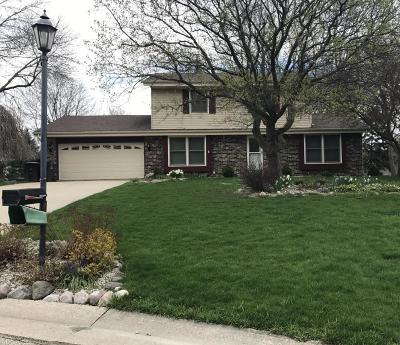 Waukesha Single Family Home Active Contingent With Offer: W221n2766 Hickorywood Ct.