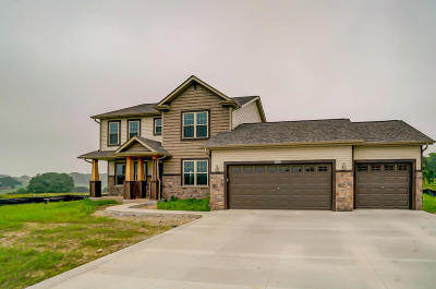 Lake Mills Single Family Home For Sale: 8383 W Bridle Path
