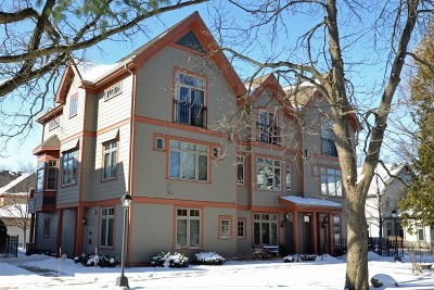 Shorewood Condo/Townhouse For Sale: 2224 E Edgewood Ave