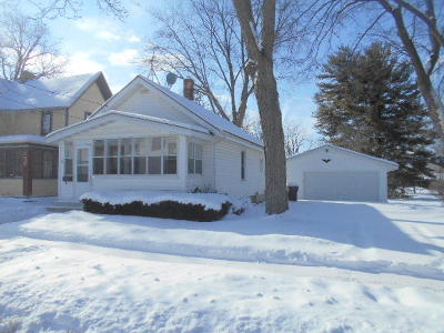 Waukesha County Single Family Home For Sale: 204 Waverly Pl