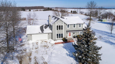Ozaukee County Single Family Home For Sale: 622 County Rd D
