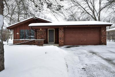Muskego WI Single Family Home Active Contingent With Offer: $255,000